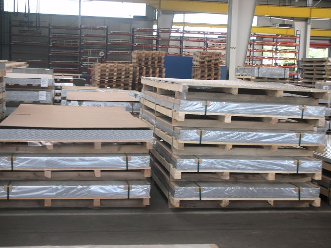 防锈铝板的表面腐蚀原因是受到了缝隙腐蚀